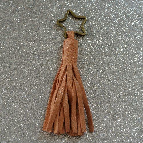 Porte clé pompon, porté clé incontournable, en cuir fil pailleté, made in france, la cartablière
