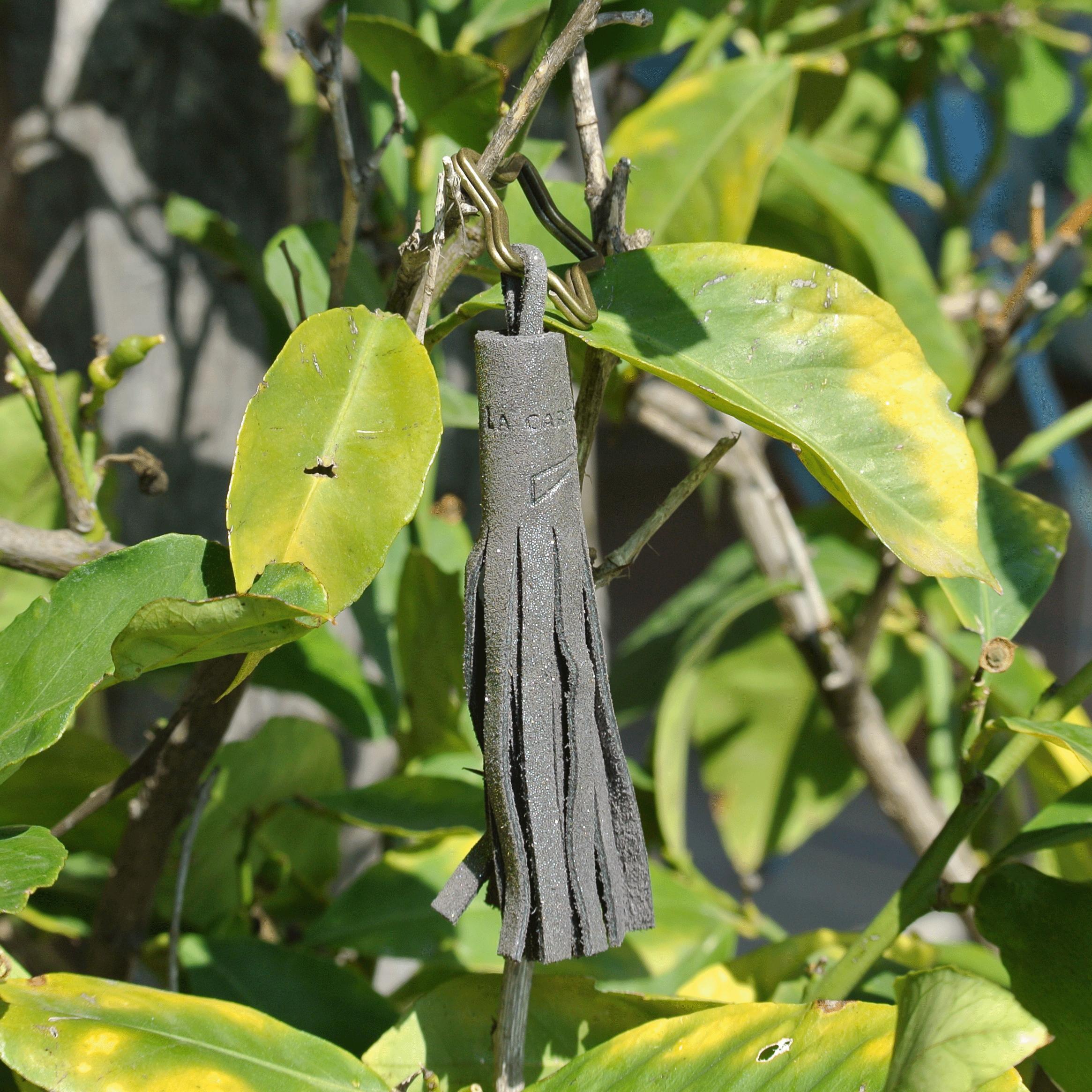 porte-clé-pompon-en-cuir-pailleté-fabriqué-en-france-la-cartabliere-clés-élégant