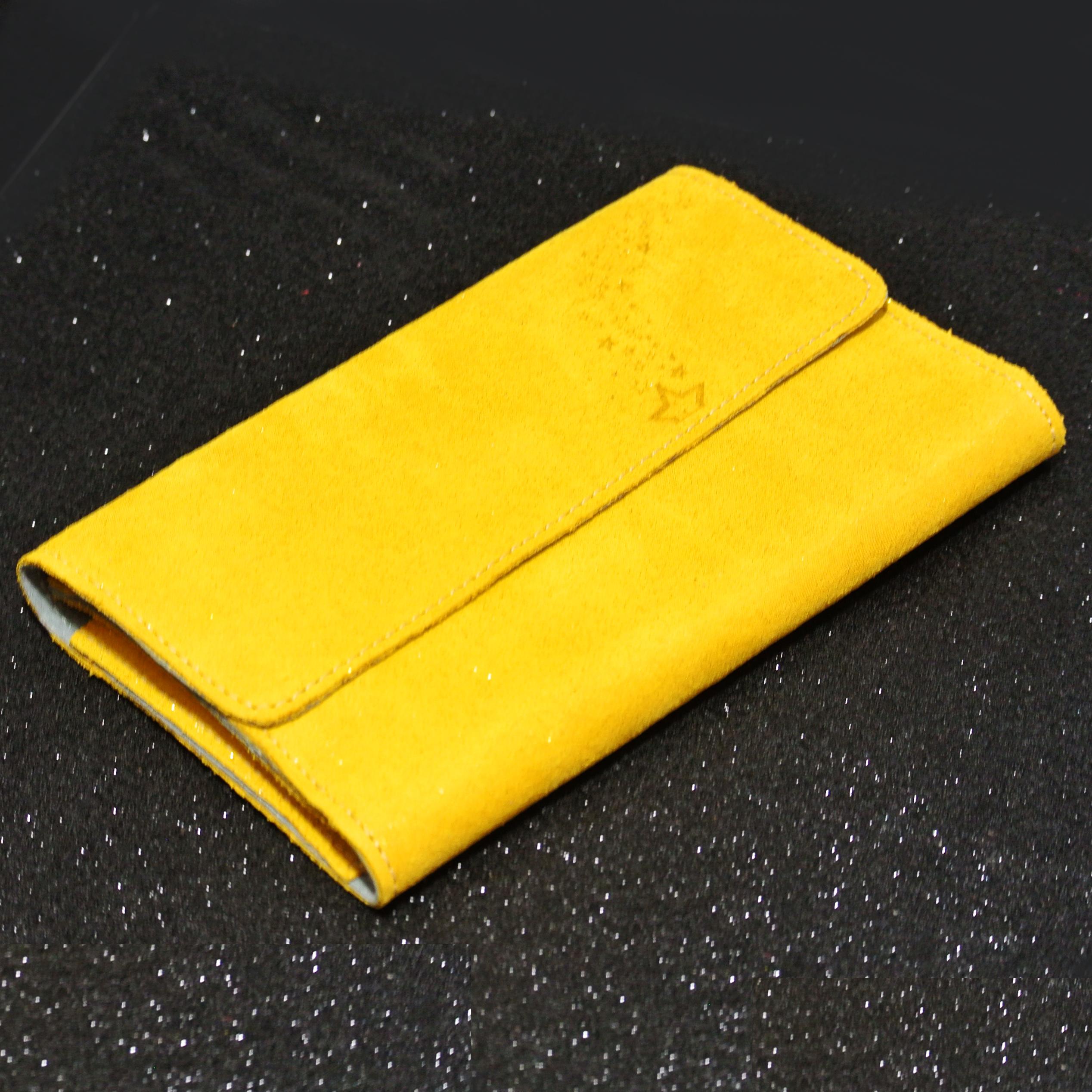 Joli et indispensable porte feuille compagnon, en cuir pailleté, La cartablière, made in France, jaune safran