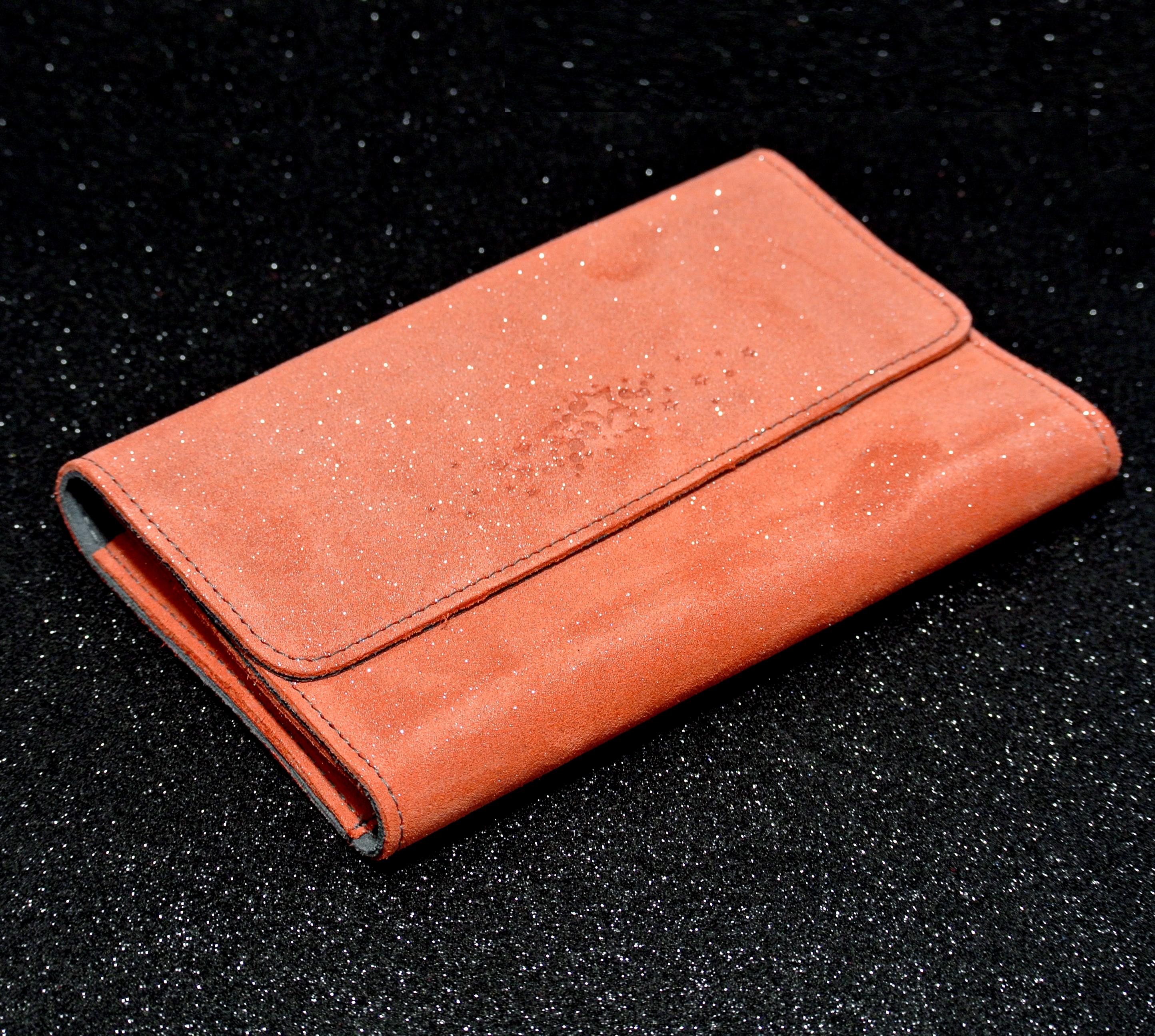 Joli et indispensable porte feuille compagnon, en cuir pailleté, La cartablière, made in France, orange mangue