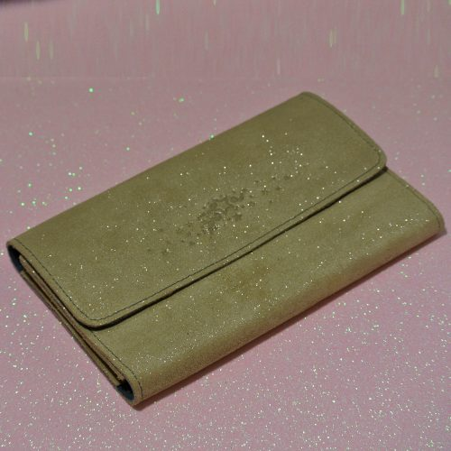 Joli et indispensable porte feuille compagnon, en cuir pailleté, La cartablière, made in France, beige sable