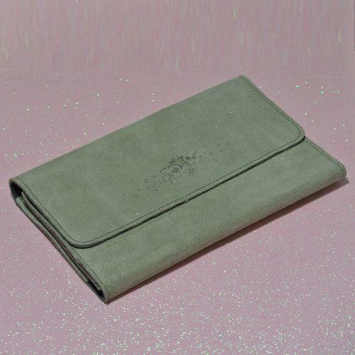 Joli et indispensable porte feuille compagnon, en cuir pailleté, La cartablière, made in France, vert carrousel