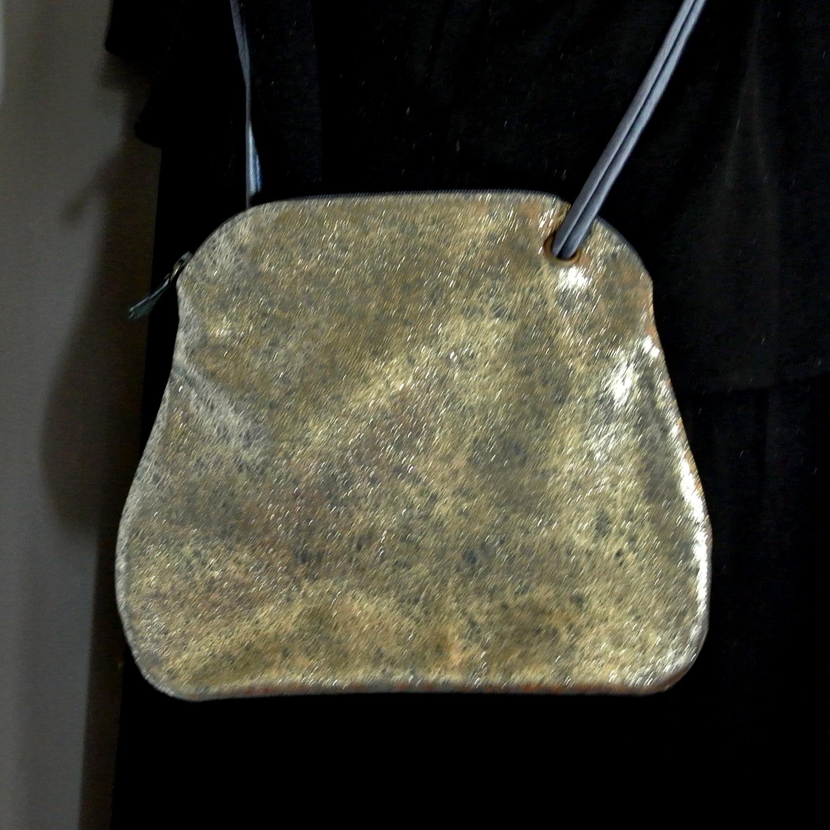Sac Kiwi, en cuir, en cuir rétro, en cuir vintage, en cuir pailleté, en cuir fil d'or, made in france, la cartablière