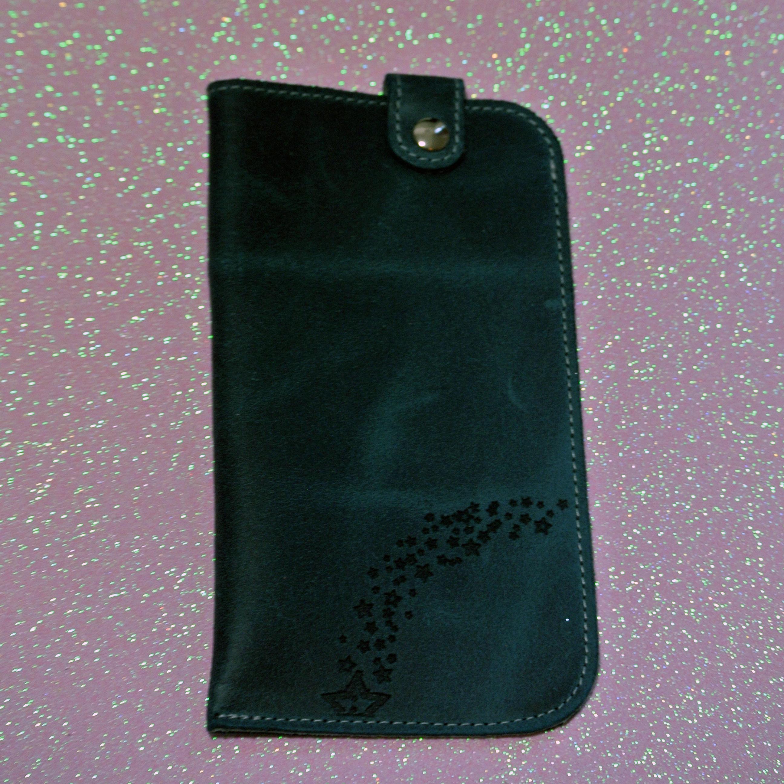 Bel étui à smartphone en cuir, idéal pour ranger votre téléphone, votre smartphone, votre iPhone, en cuir, made in france, la cartabliere