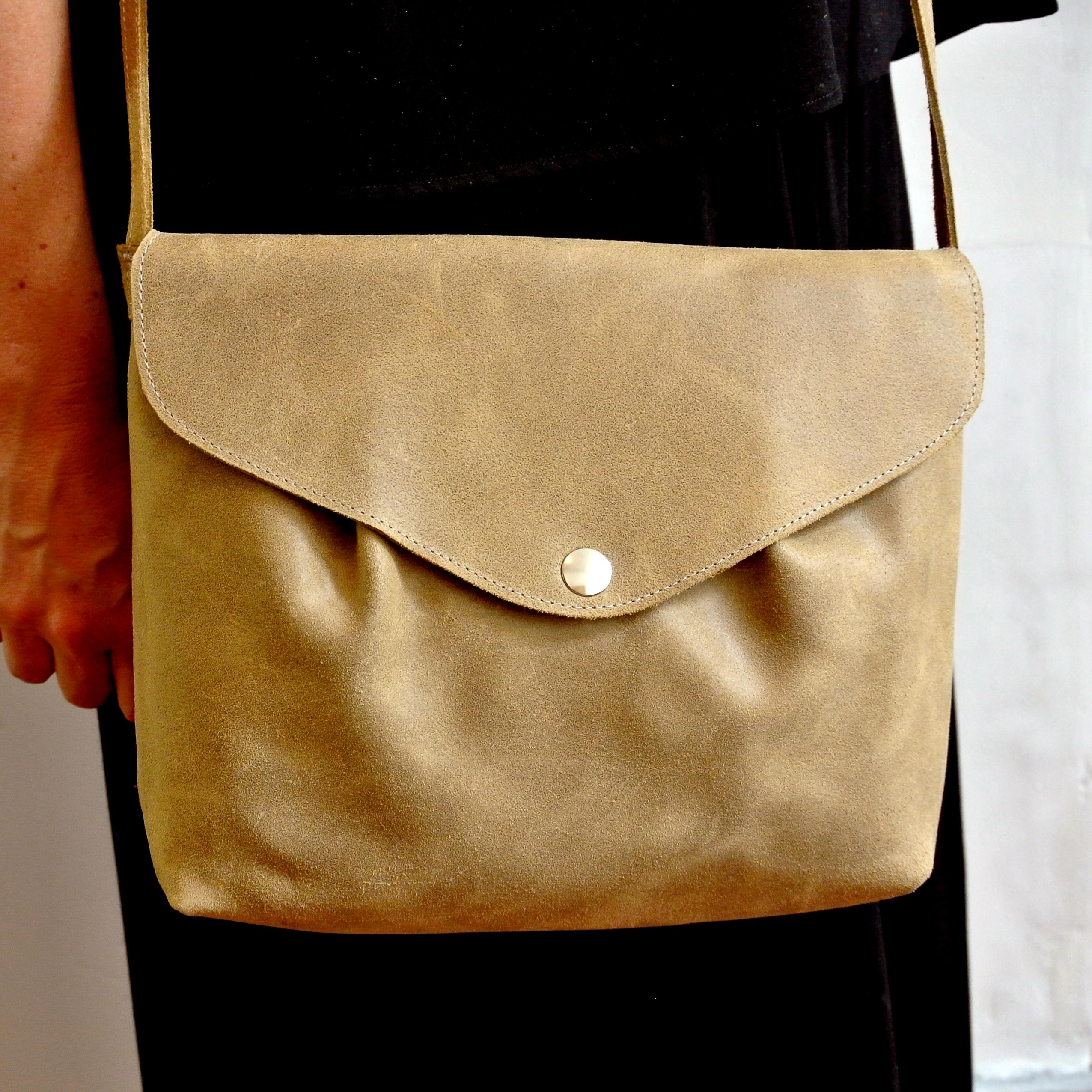 Midi sac à pinces en cuir, bandoulière en cuir, cuir rétro, cuir pleine fleur, made in france, la Cartablière