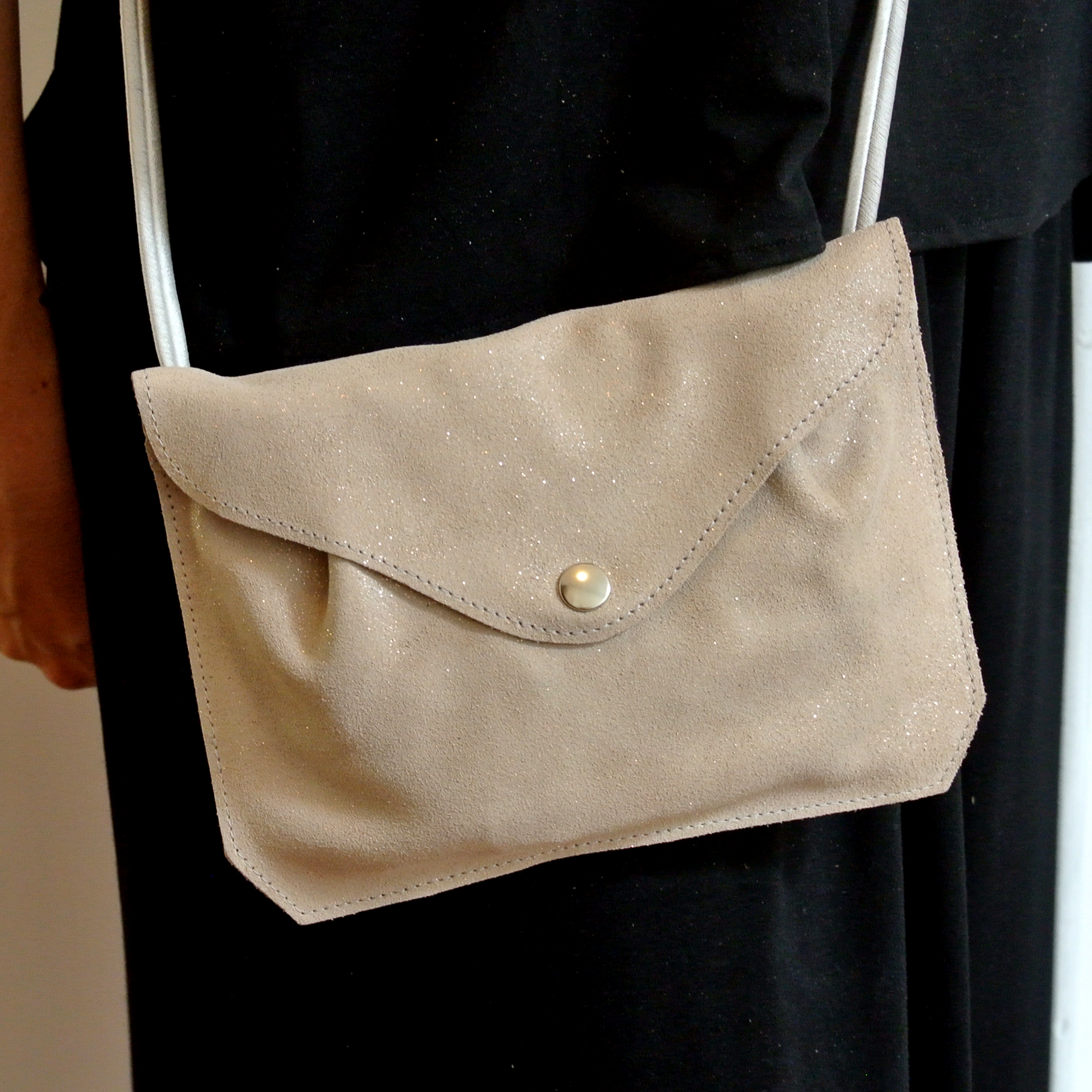 Mini sac à pinces en cuir pailleté, cuir de velours, cuir de bovin, made in France, La cartablière