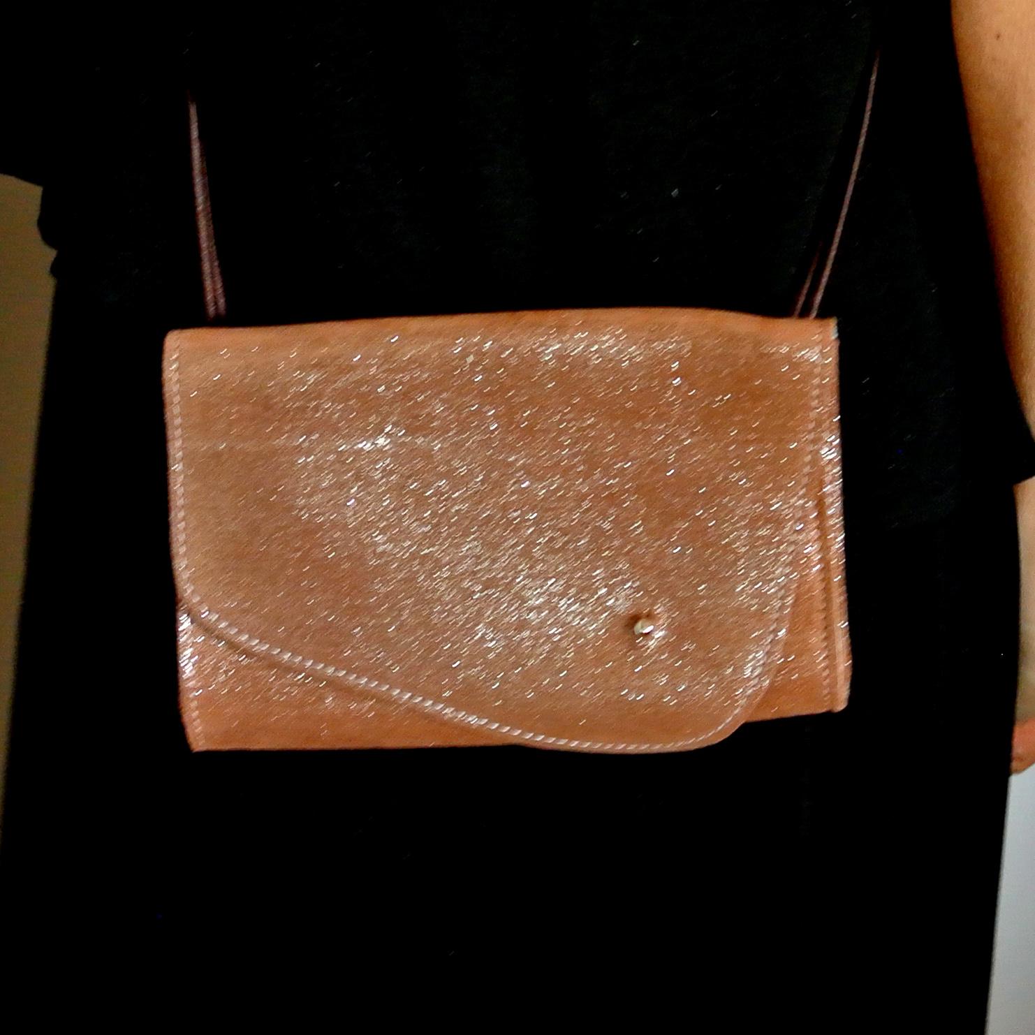 pochette de soirée en cuir, pochette, soirée, petit sac pour une soirée, en cuir pailleté, en cuir rétro, en cuir vintage, avec bandoulière, made in france, la cartablière