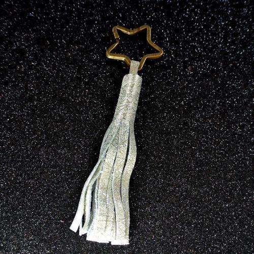 Porte clé pompon, porté clé incontournable, en cuir fil d'or, made in france, la cartablière