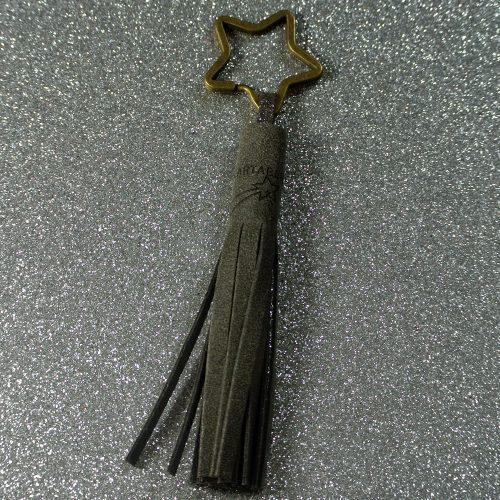 Porte clé pompon, porté clé incontournable, en cuir fil rétro, made in france, la cartablière