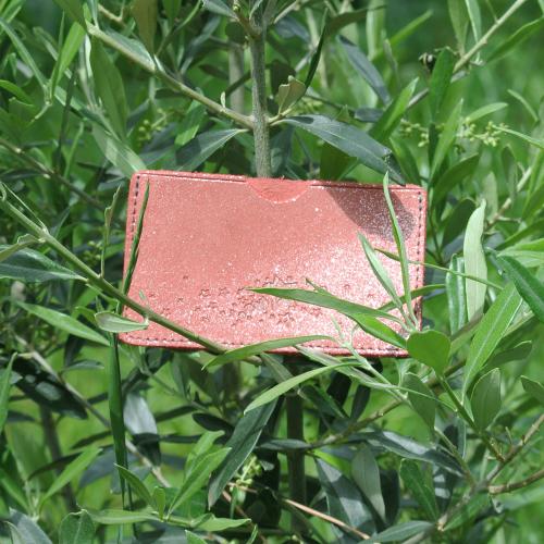 la-cartabliere-fabrique-en-france-cuirs-fantaisies-cuirs-paillete-etui-a-cartes-simple-en-cuir-paillete-corail