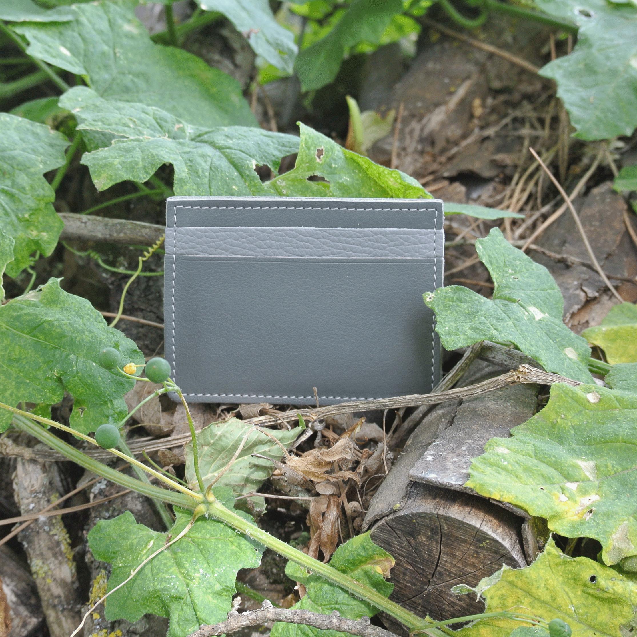 cuirs-pailletés-cuirs-fantaisies-fabriqué-en-france-la-cartabliere-etui-carte-triple-cuir-nappa-gris
