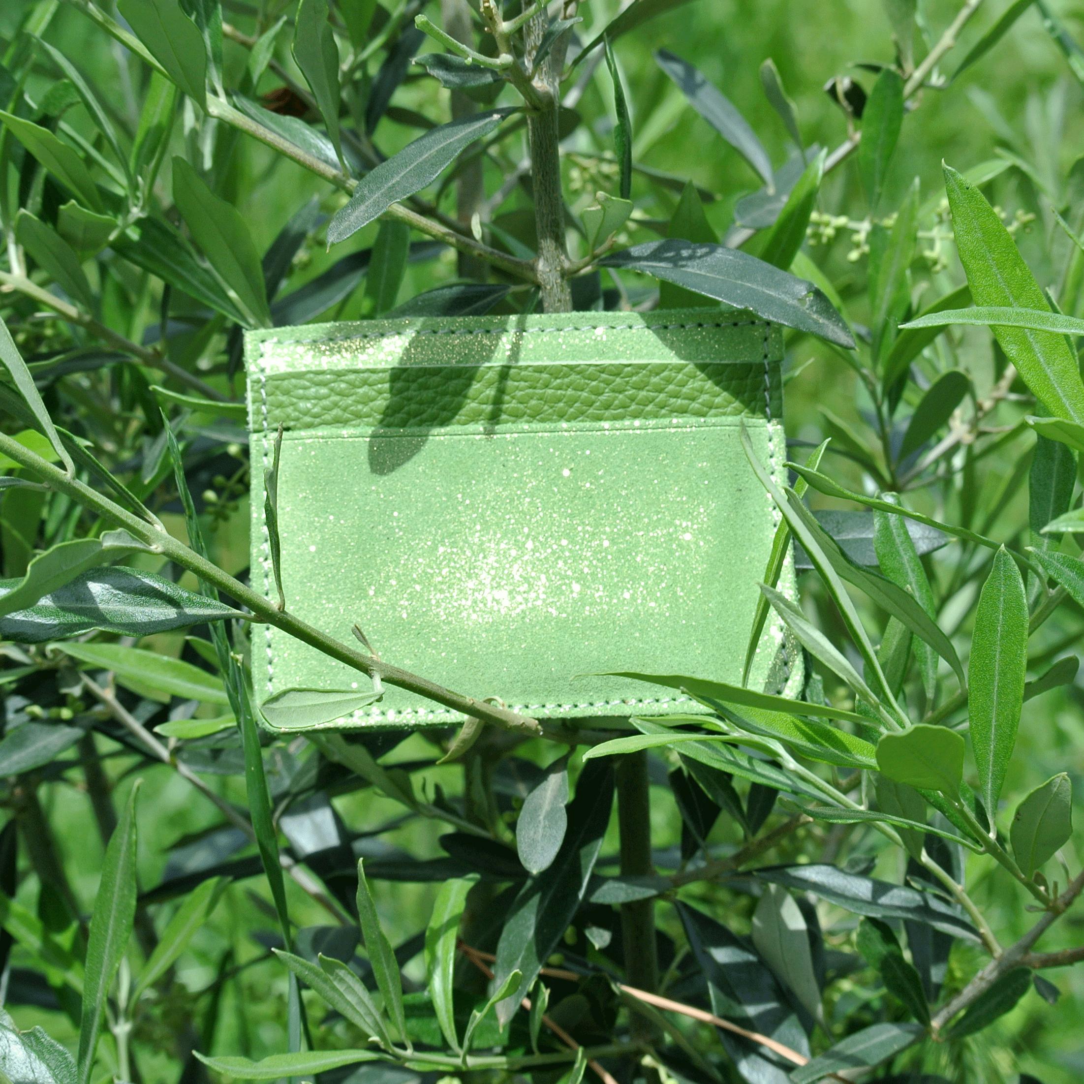 cuirs-pailletés-cuirs-fantaisies-fabriqué-en-france-la-cartabliere-etui-carte-triple-cuir-paillete-vert-pistache