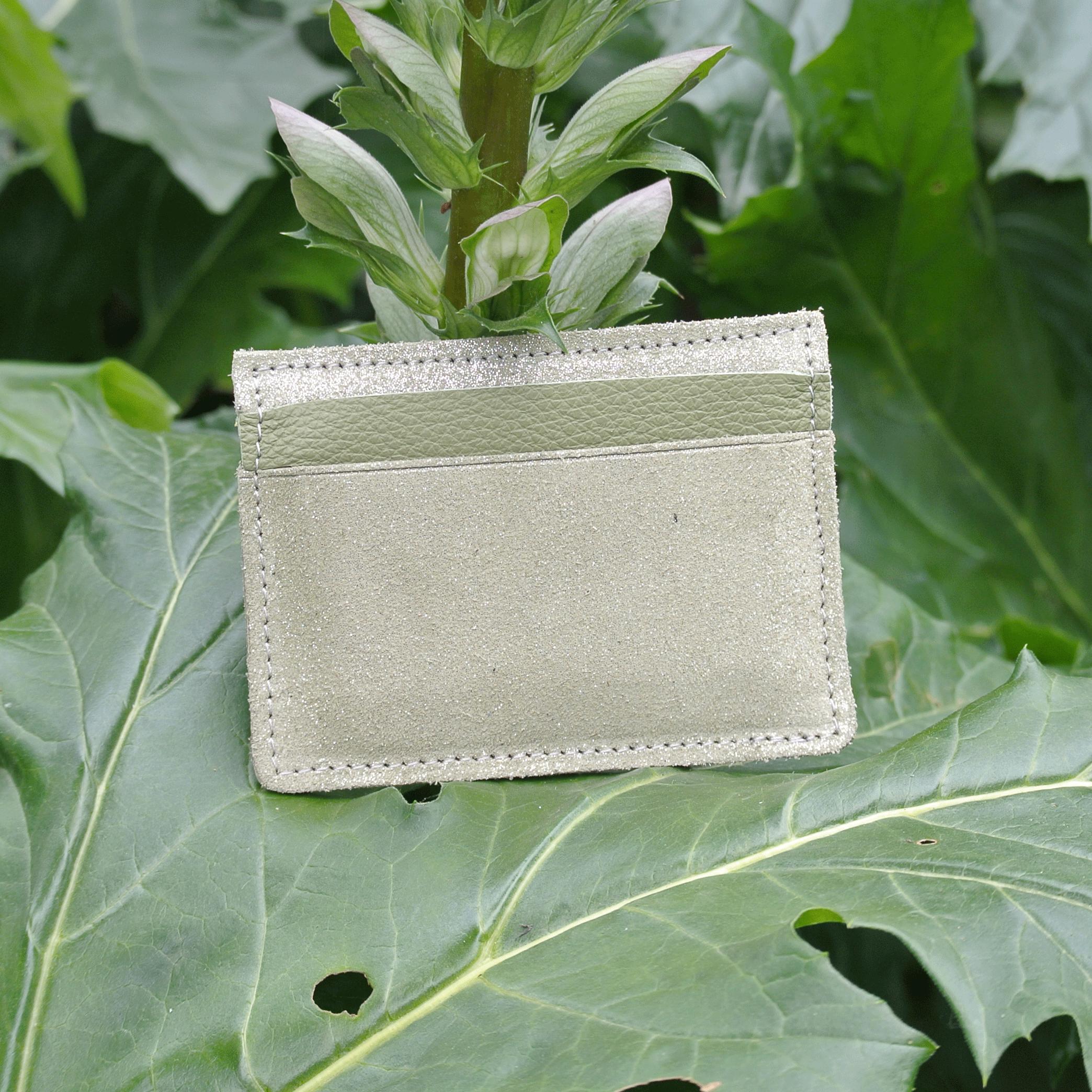 cuirs-pailletés-cuirs-fantaisies-fabriqué-en-france-la-cartabliere-etui-carte-triple-cuir-paillete-vert-olive