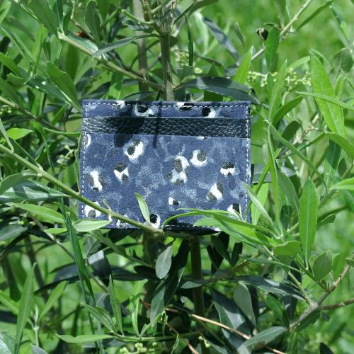 cuirs-pailletés-cuirs-fantaisies-fabriqué-en-france-la-cartabliere-etui-carte-triple-cuir-plume-bleu-ardoise