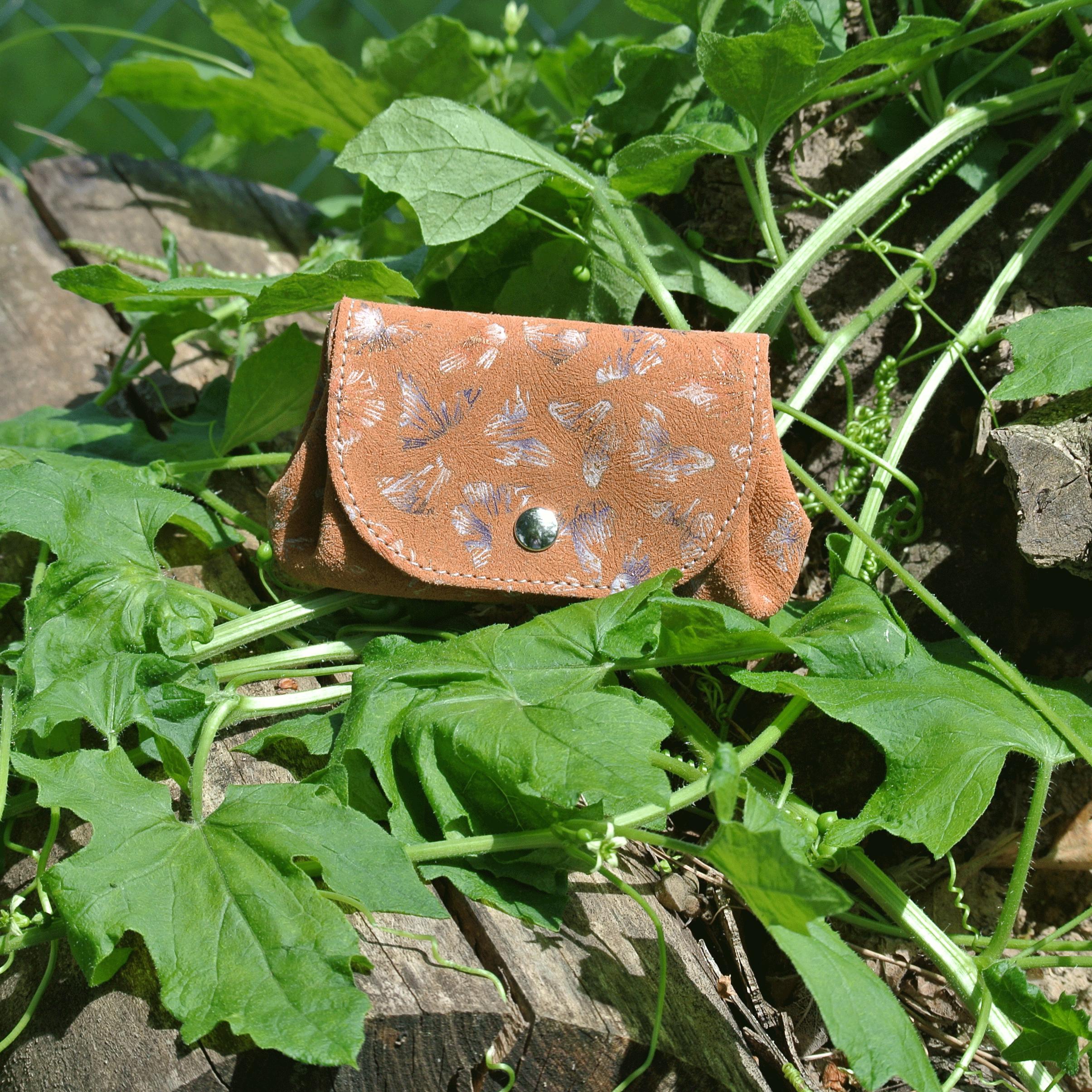 cuirs-fantaisie-la-cartabliere-fabrique-en-france-porte-monnaie-accordeon-en-cuir-floralie-caramel
