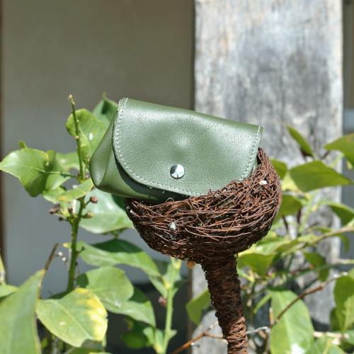 cuirs-fantaisies-la-cartabliere-fabrique-en-france-porte-monnaie-accordeon-en-cuir-nappa-vert