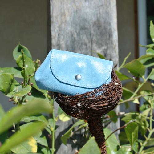cuirs-fantaisies-la-cartabliere-fabrique-en-france-porte-monnaie-accordeon-en-cuir-paillete-bleu-azur