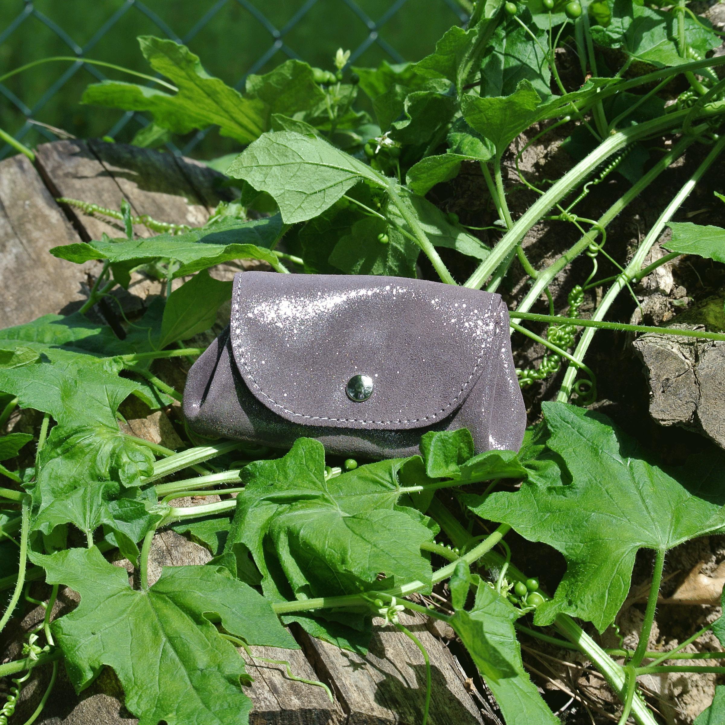 cuirs-fantaisies-la-cartabliere-fabrique-en-france-porte-monnaie-accordeon-en-cuir-paillete-bourgogne-argente