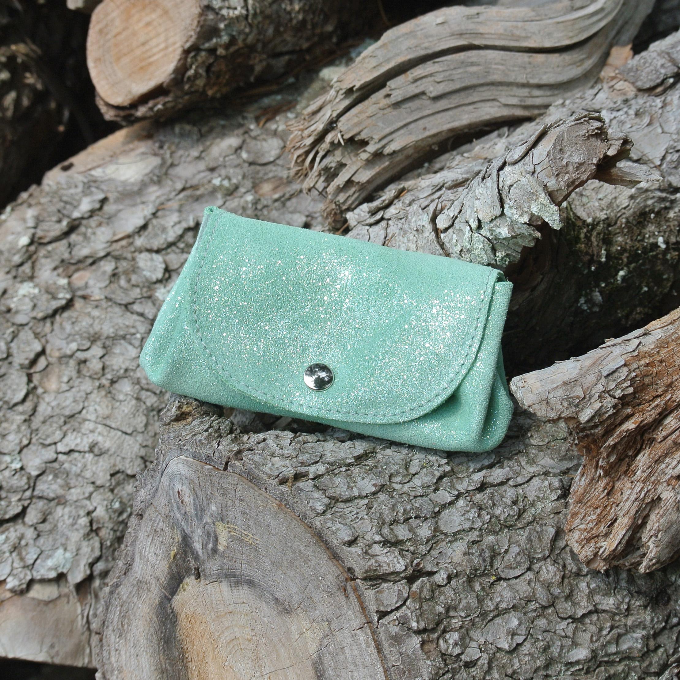 cuirs-fantaisies-la-cartabliere-fabrique-en-france-porte-monnaie-accordeon-en-cuir-paillete-vert-amande