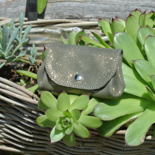 cuirs-fantaisies-la-cartabliere-fabrique-en-france-porte-monnaie-accordeon-en-cuir-paillete-vert-dore