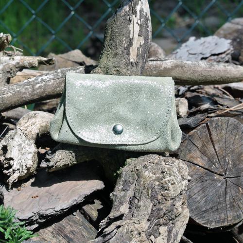 cuirs-fantaisies-la-cartabliere-fabrique-en-france-porte-monnaie-accordeon-en-cuir-paillete-vert-olive