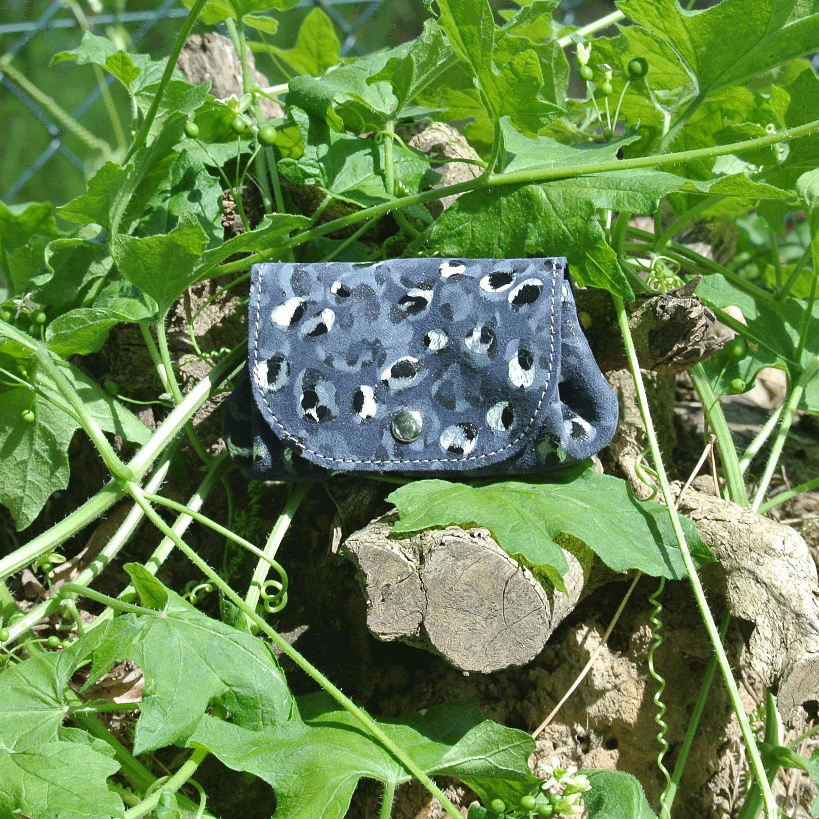 cuirs-fantaisies-la-cartabliere-fabrique-en-france-porte-monnaie-accordeon-en-cuir-plume-bleu-ardoise