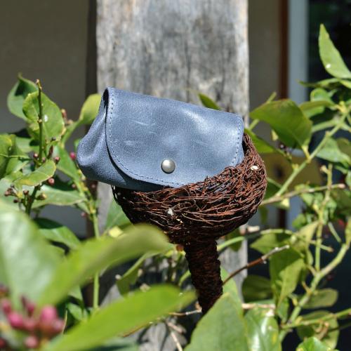 cuirs-fantaisies-la-cartabliere-fabrique-en-france-porte-monnaie-accordeon-en-cuir-retro-bleu-de-minuit