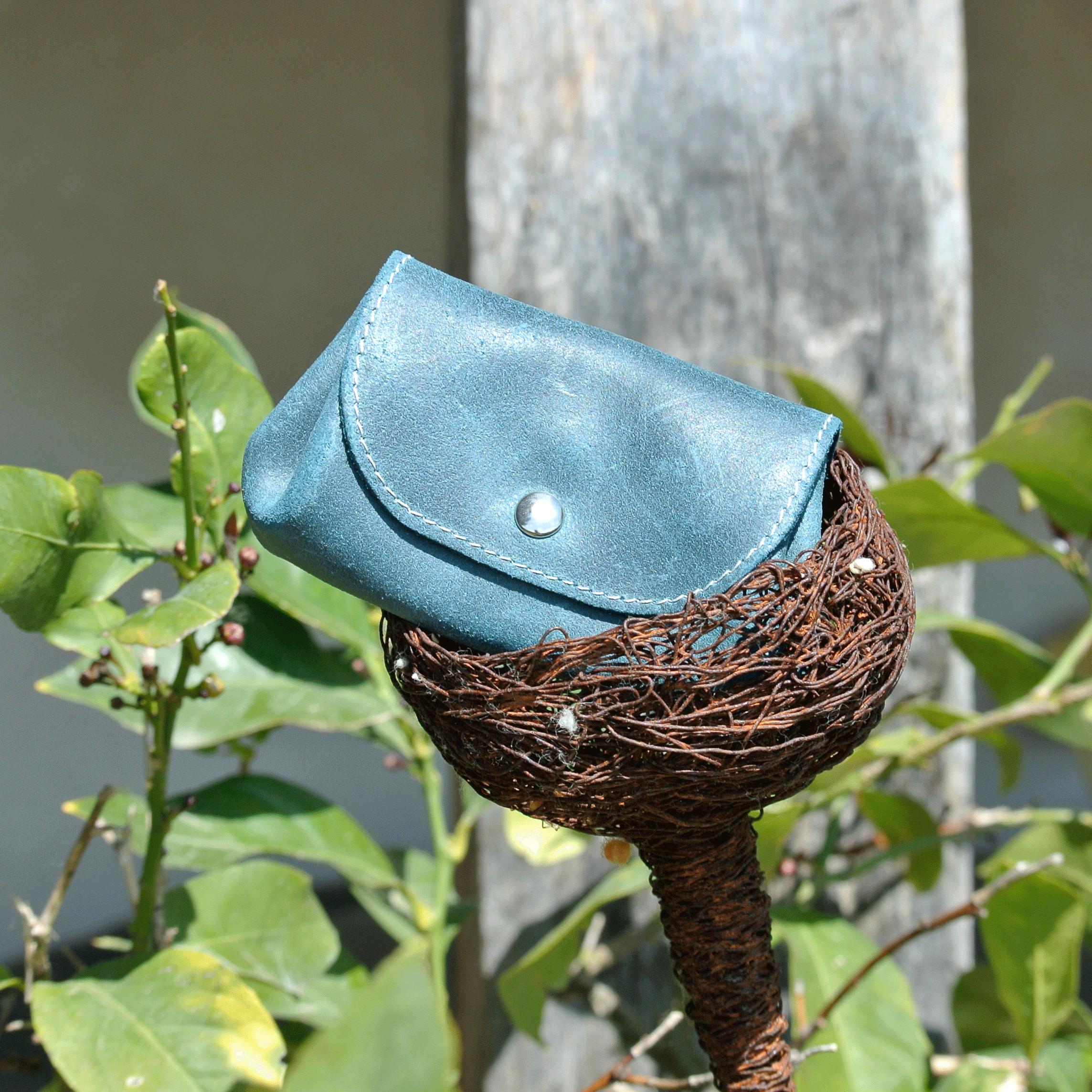 cuirs-fantaisies-la-cartabliere-fabrique-en-france-porte-monnaie-accordeon-en-cuir-retro-bleu-paon