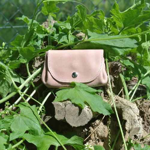 cuirs-fantaisies-la-cartabliere-fabrique-en-france-porte-monnaie-accordeon-en-cuir-retro-rose-bonbon
