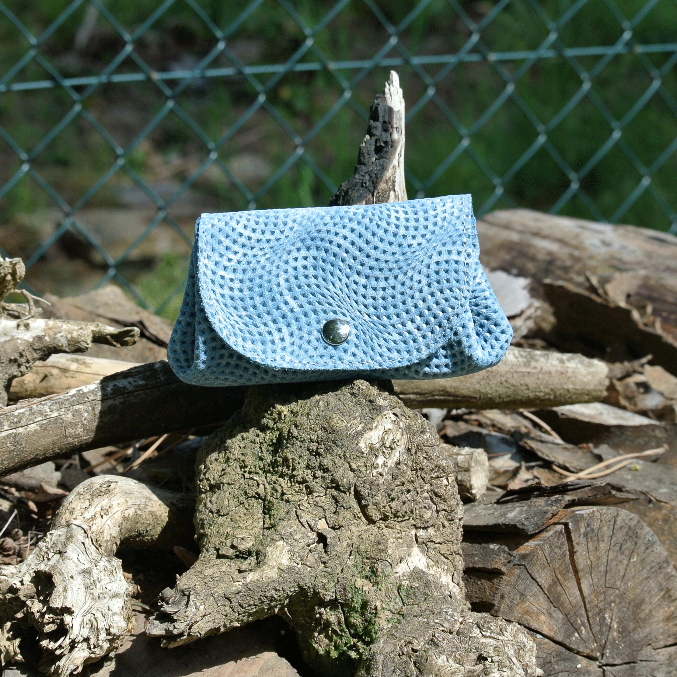 cuirs-fantaisies-la-cartabliere-fabrique-en-france-porte-monnaie-accordeon-en-cuir-vague-bleu-sarcelle