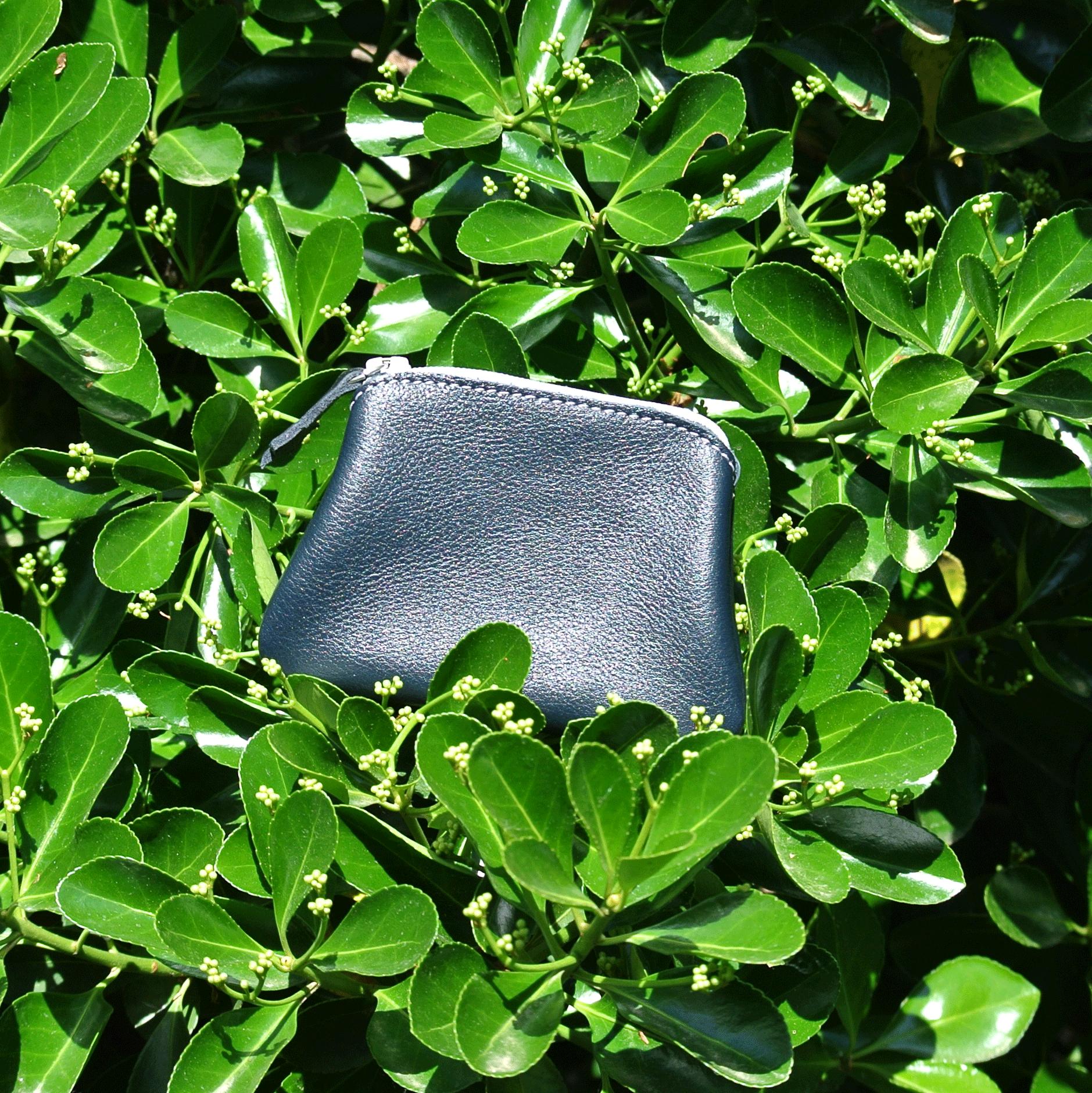 cuirs-fantaisies-la-cartabliere-fabrique-en-france-porte-monnaie-kiwi-en-cuir-nappa-noir
