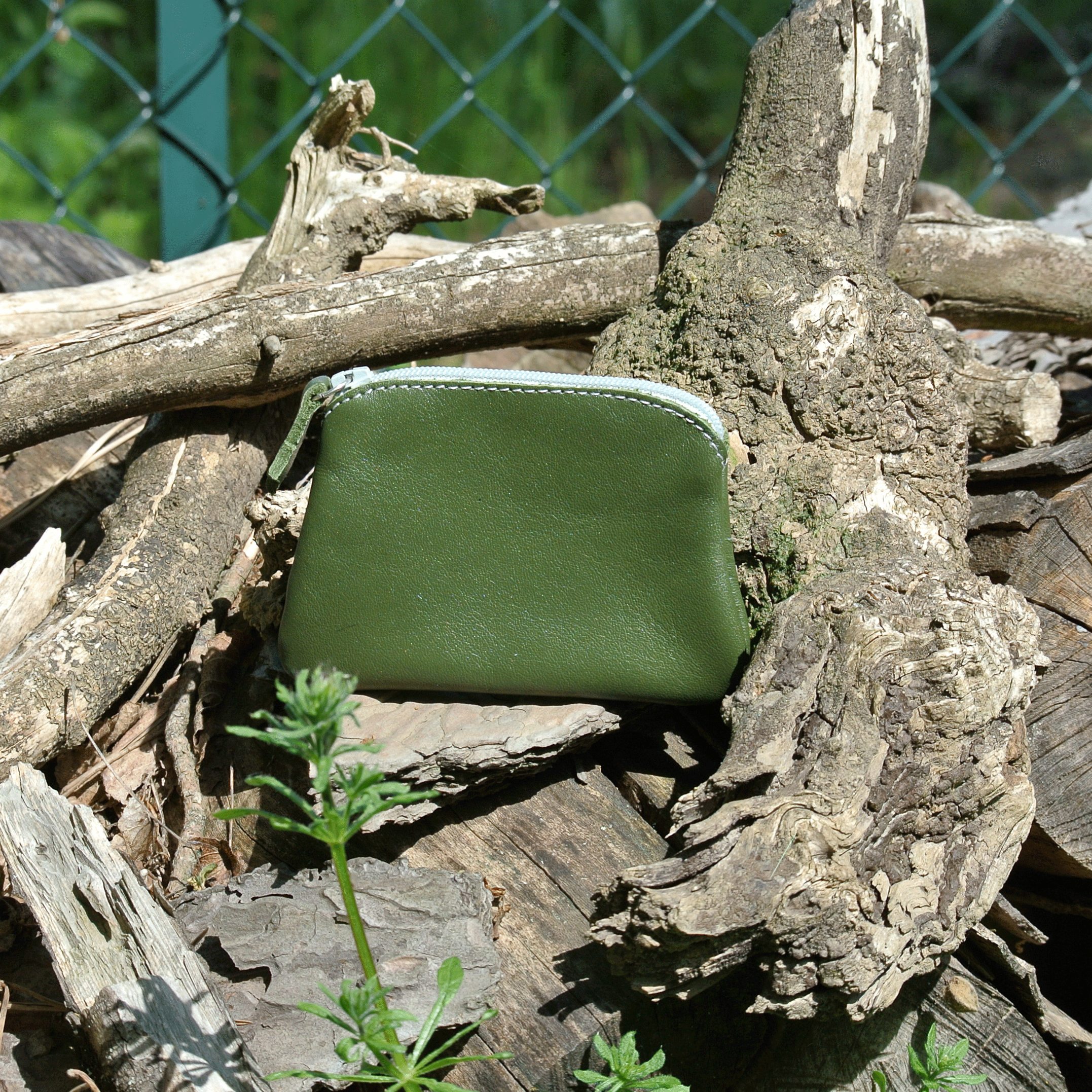 cuirs-fantaisies-la-cartabliere-fabrique-en-france-porte-monnaie-kiwi-en-cuir-nappa-vert