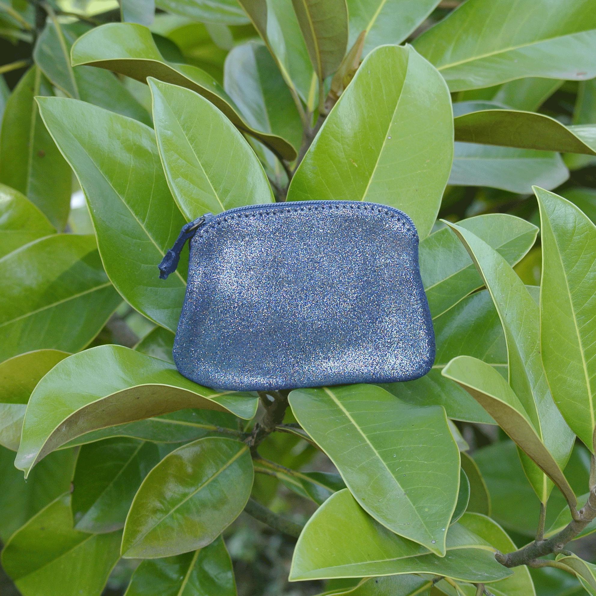 cuirs-fantaisies-la-cartabliere-fabrique-en-france-porte-monnaie-kiwi-en-cuir-paillete-bleu-de-minuit