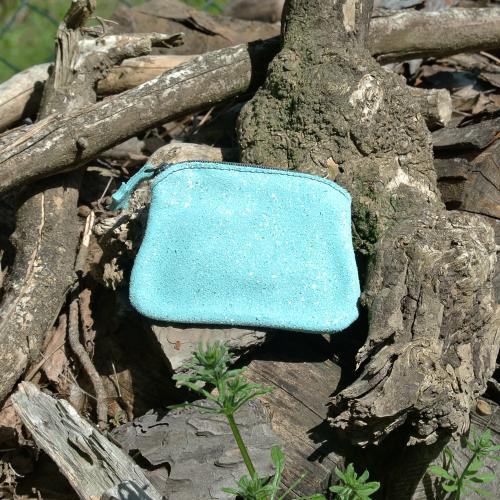 cuirs-fantaisies-la-cartabliere-fabrique-en-france-porte-monnaie-kiwi-en-cuir-paillete-vert-deau