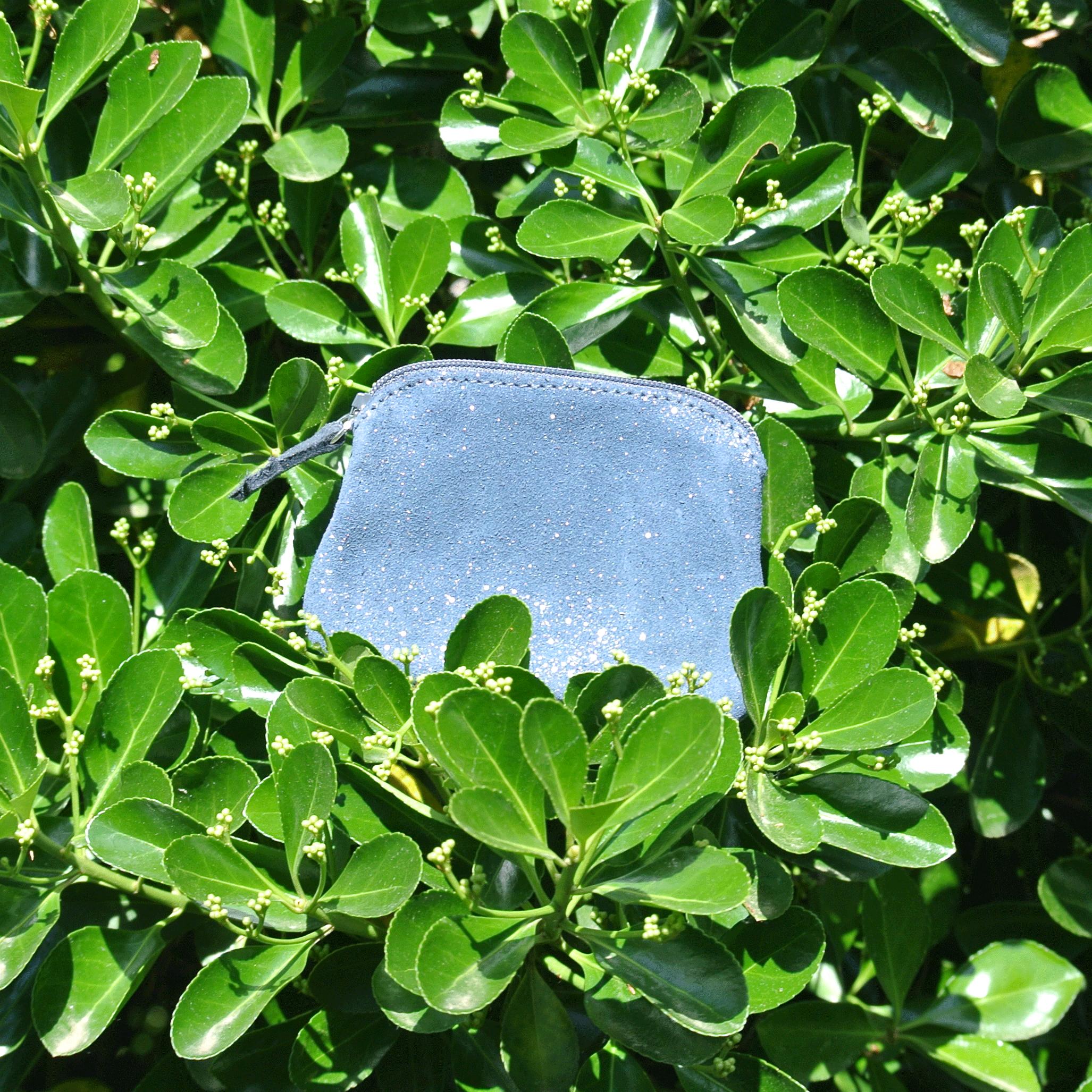 cuirs-fantaisies-la-cartabliere-fabrique-en-france-porte-monnaie-kiwi-en-cuir-paillete-indigo