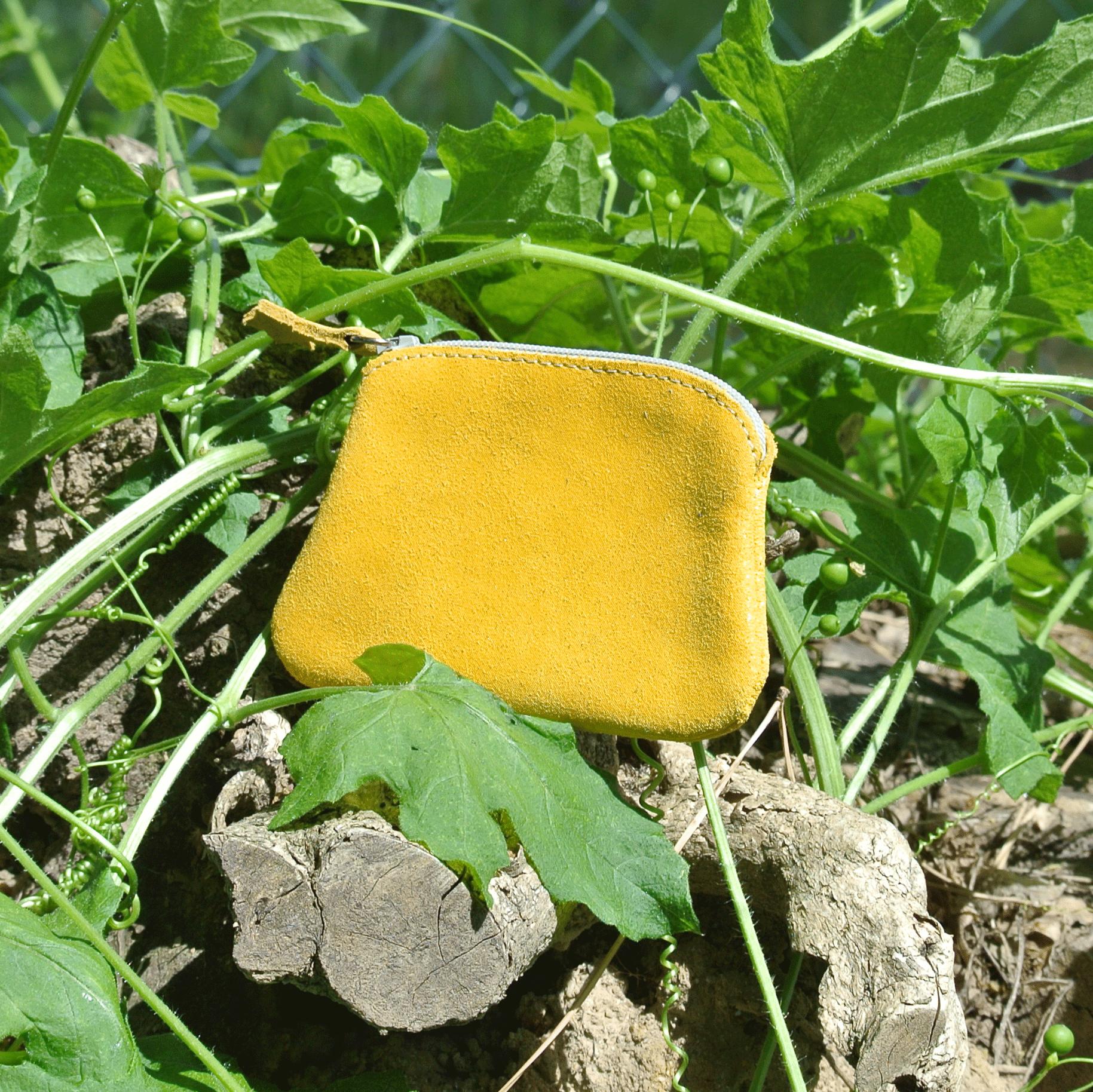 cuirs-fantaisies-la-cartabliere-fabrique-en-france-porte-monnaie-kiwi-en-cuir-paillete-jaune-safran