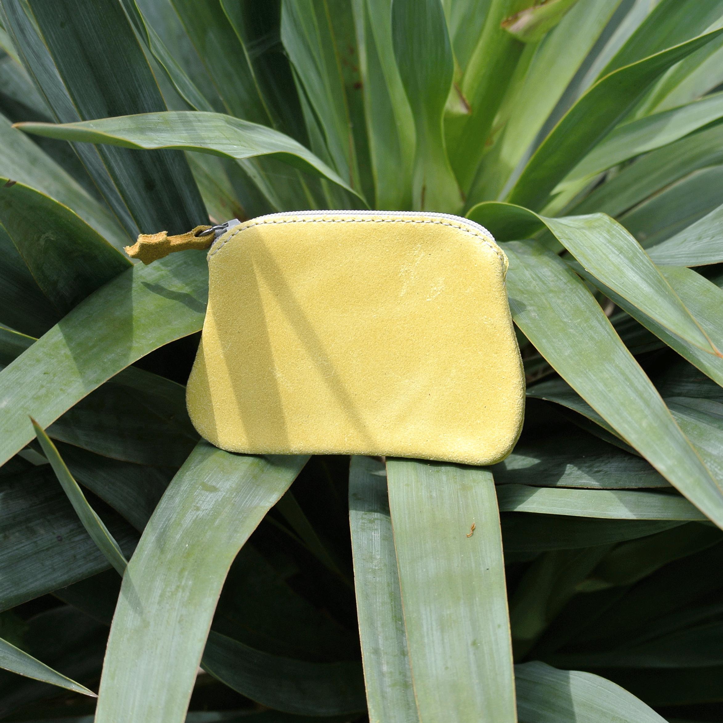 cuirs-fantaisies-la-cartabliere-fabrique-en-france-porte-monnaie-kiwi-en-cuir-retro-jaune-safran
