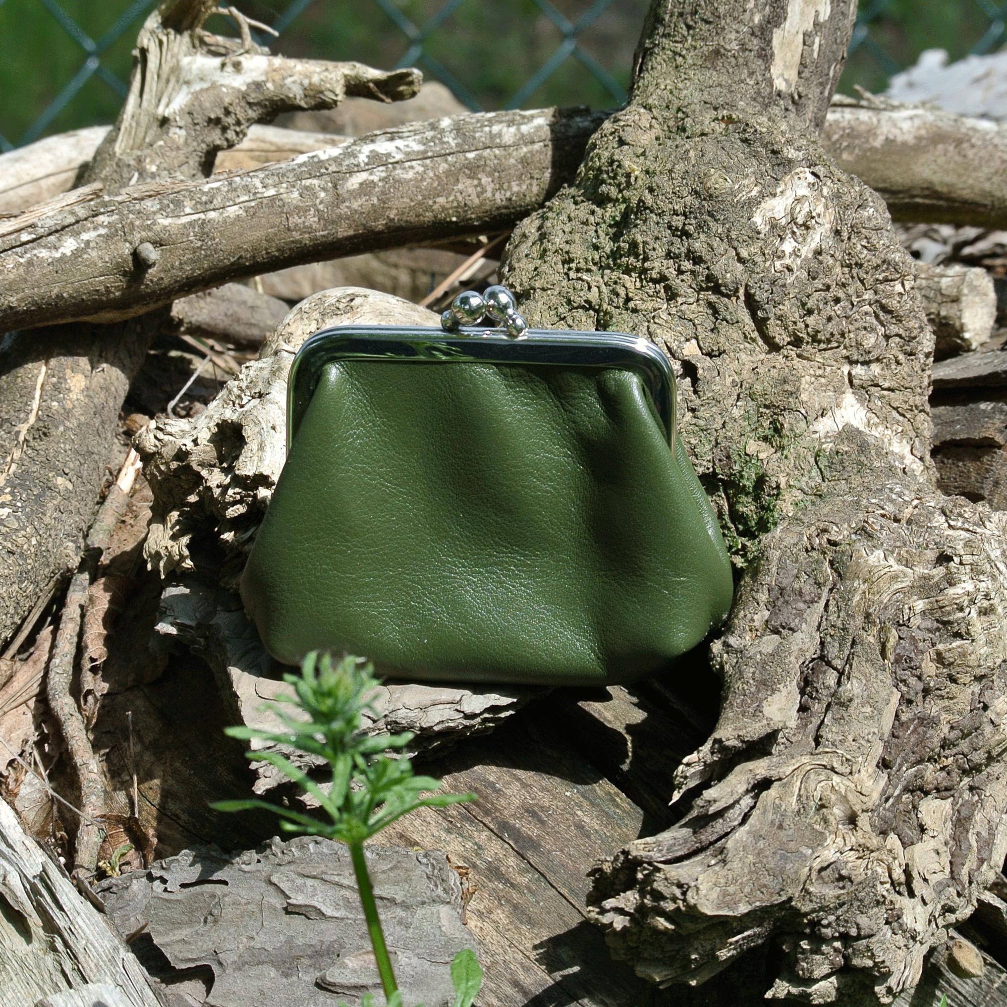 la-cartabliere-fabrique-en-france-made-in-france-porte-monnaie-reine-en-cuir-nappa-vert