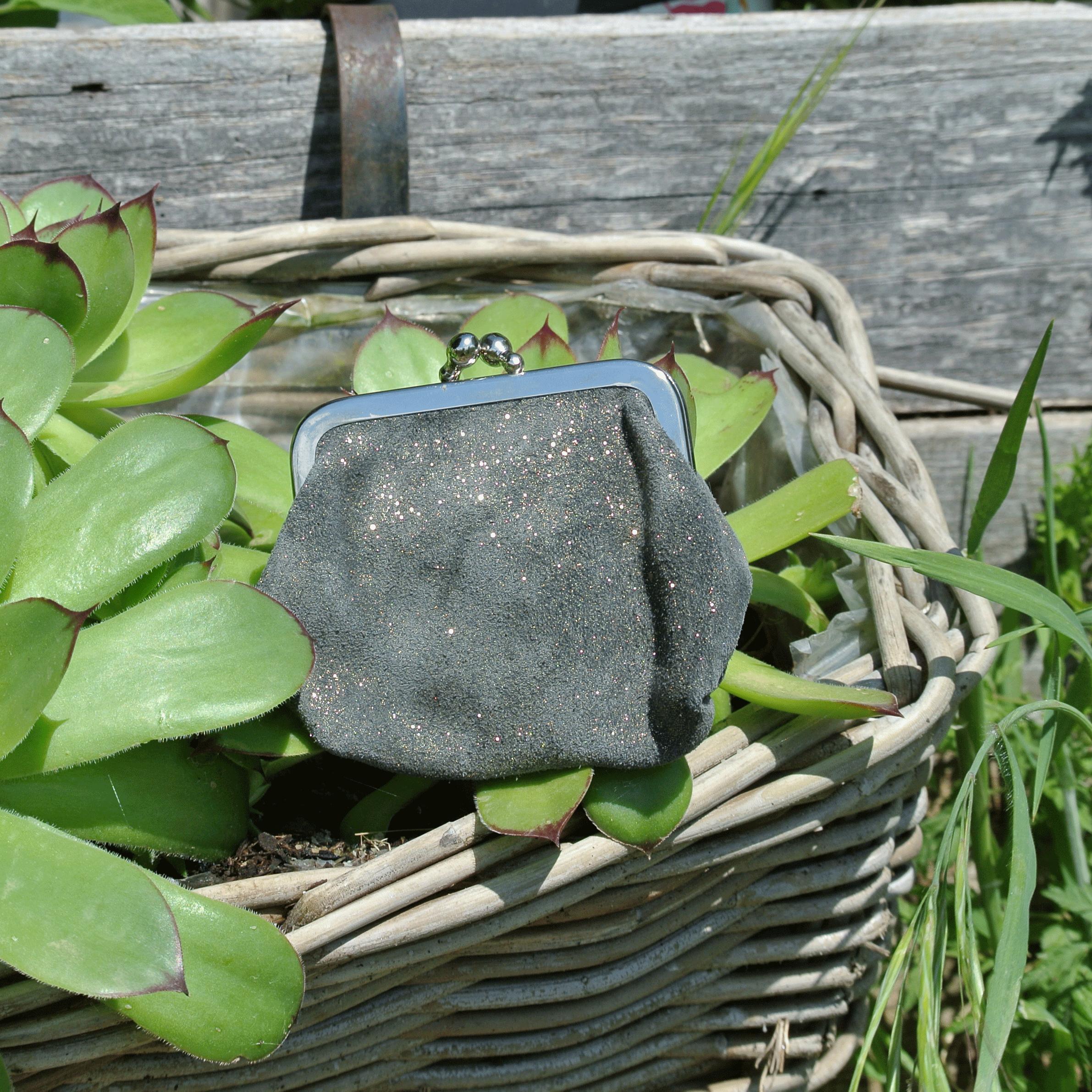 la-cartabliere-fabrique-en-france-made-in-france-porte-monnaie-reine-en-cuir-paillete-fer-dore