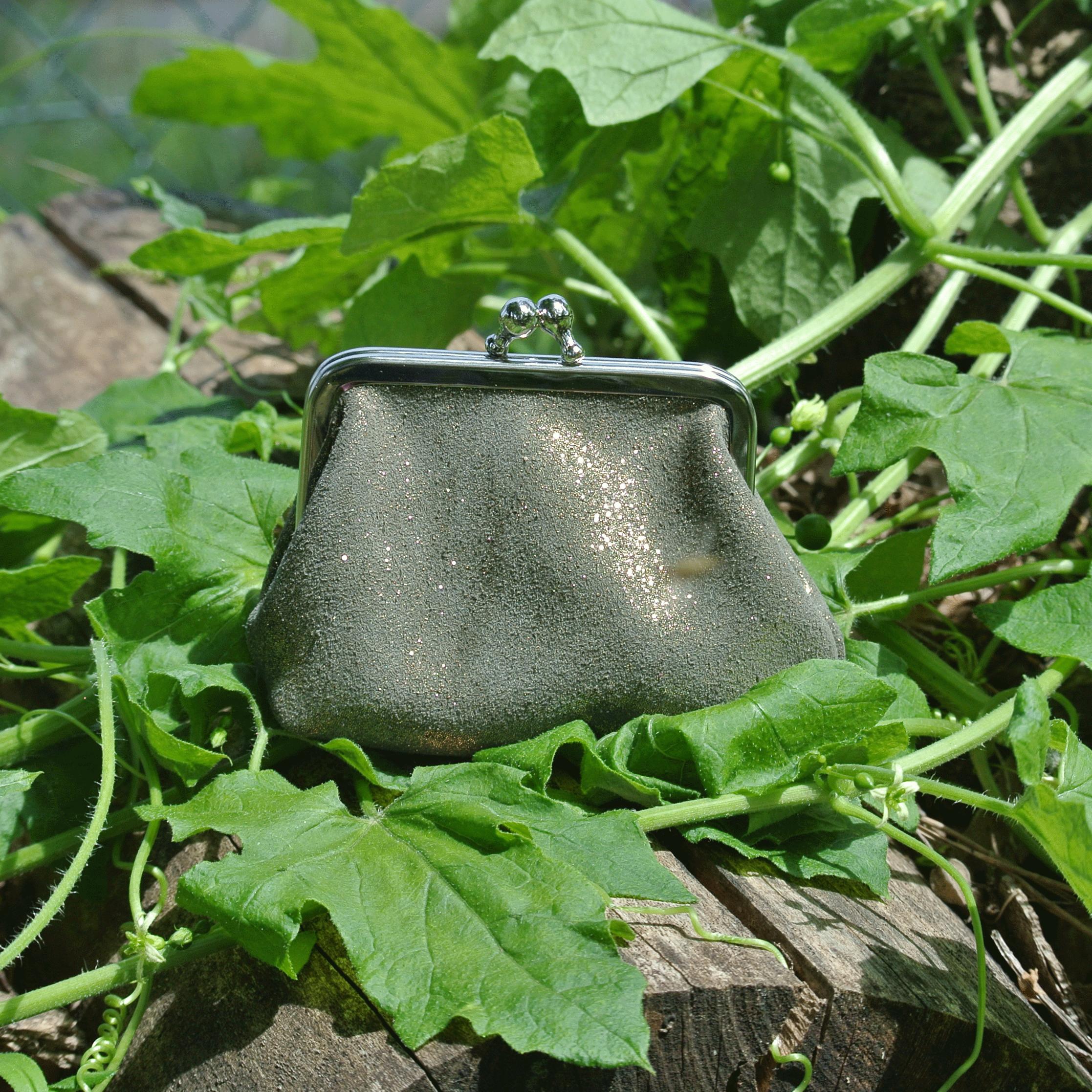 la-cartabliere-fabrique-en-france-made-in-france-porte-monnaie-reine-en-cuir-paillete-vert-doré