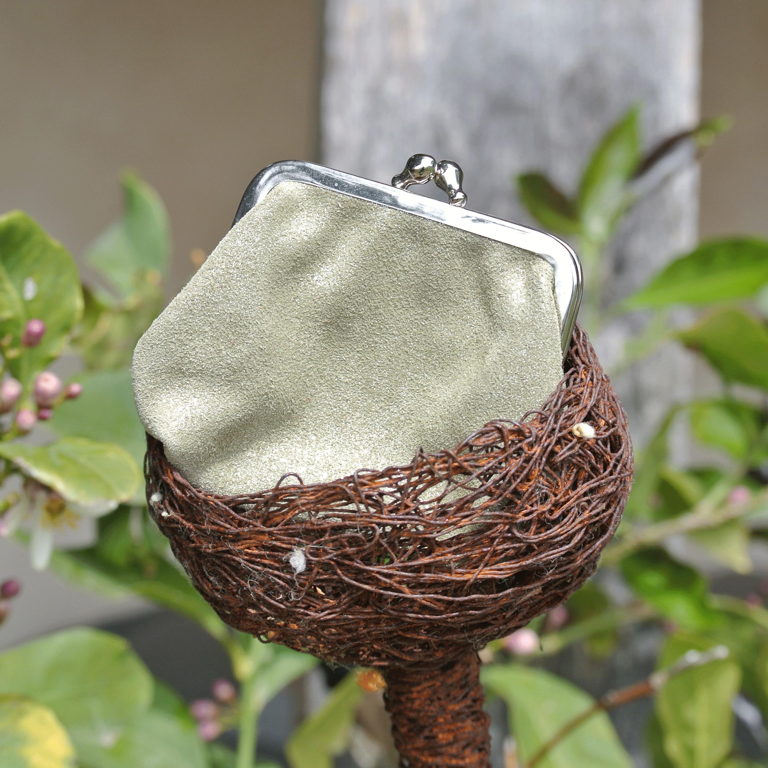 porte-monnaie-reine-en-cuir-paillete-vert-olive