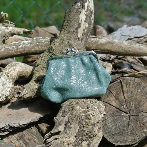 la-cartabliere-fabrique-en-france-made-in-france-porte-monnaie-reine-en-cuir-paillete-vert-pin