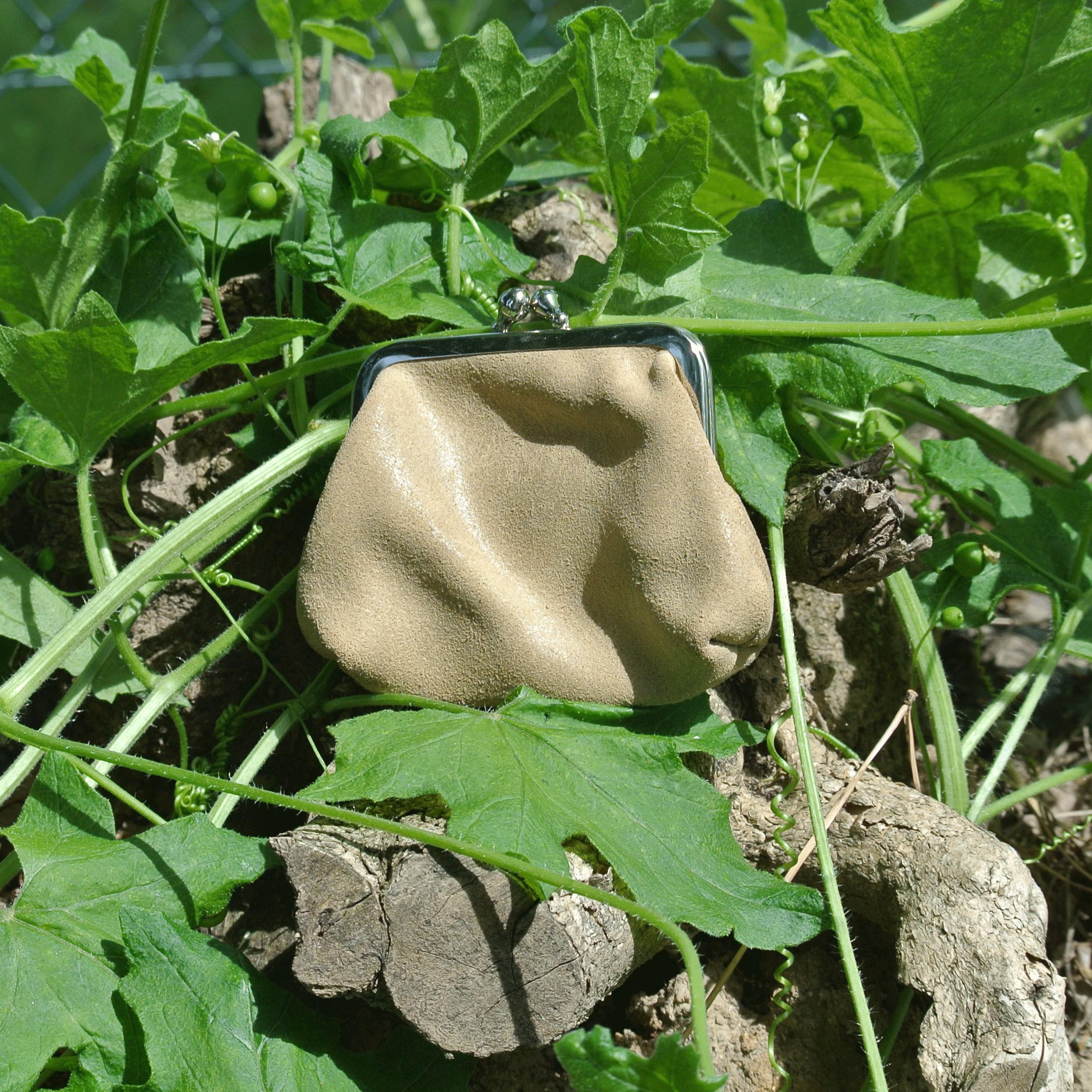 la-cartabliere-fabrique-en-france-made-in-france-porte-monnaie-reine-en-cuir-retro-beige-coquillage