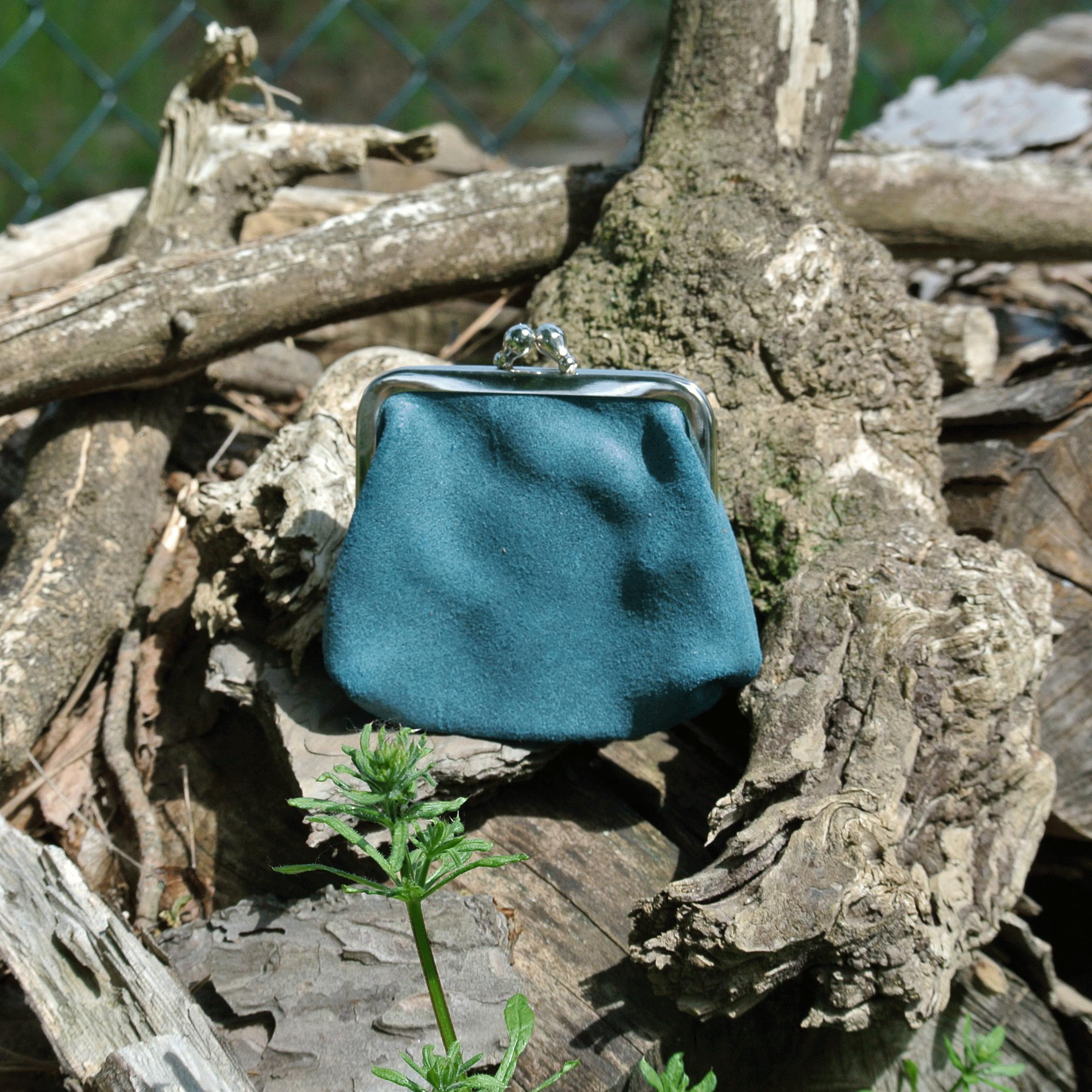 la-cartabliere-fabrique-en-france-made-in-france-porte-monnaie-reine-en-cuir-retro-bleu-paon