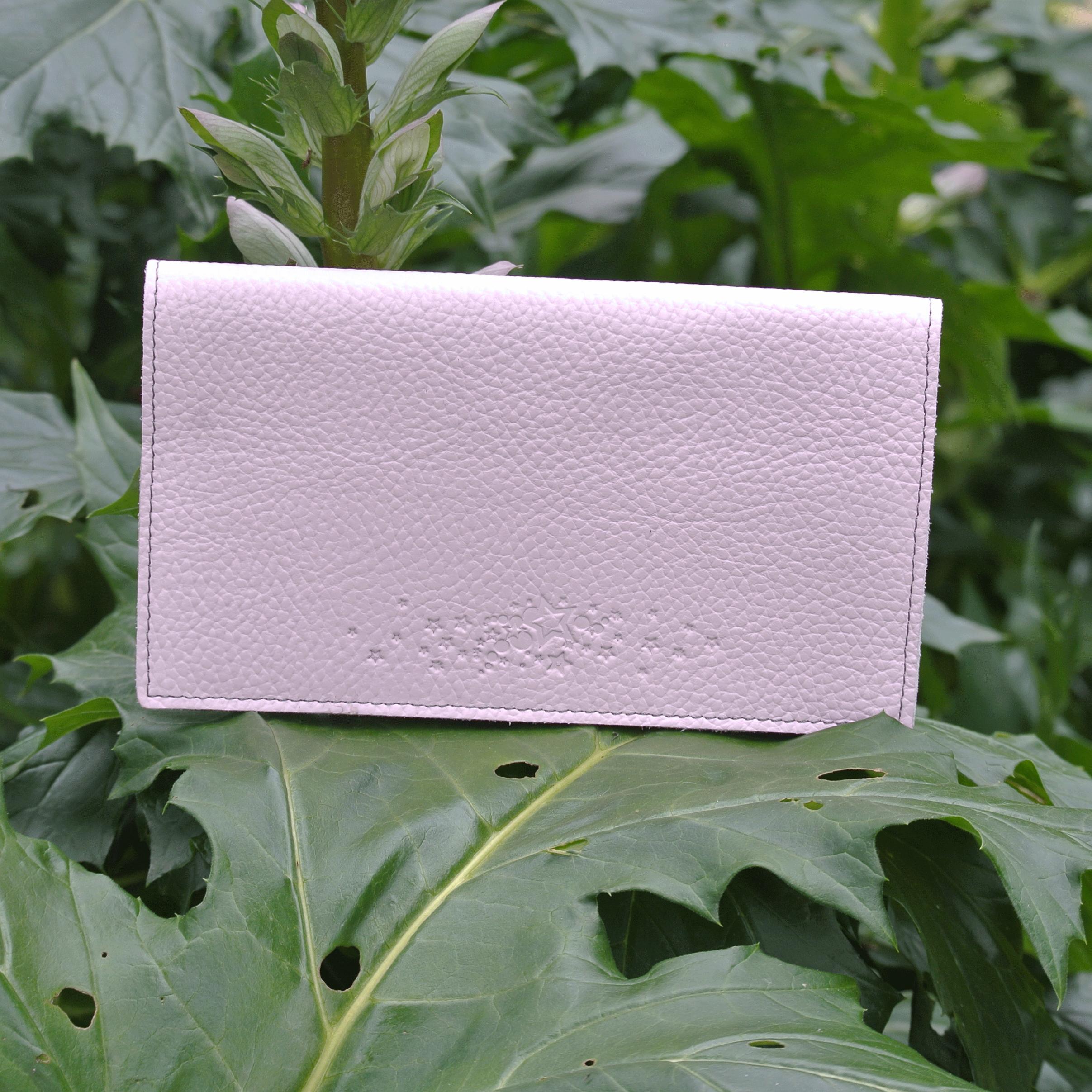 protege-chequier-cuirs-fantaisies-cuir-paillete-cuir-retro-cuir-nappa-cuir-graine-la-cartabliere-fabirque-en-france-rose-quartz