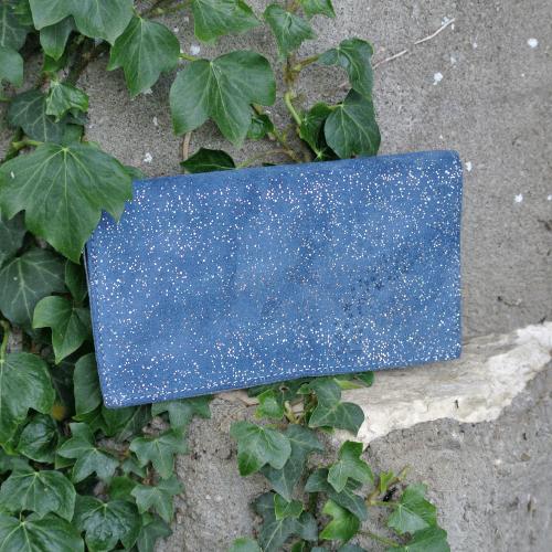 protege-chequier-cuirs-fantaisies-cuir-paillete-cuir-retro-cuir-nappa-cuir-graine-la-cartabliere-fabirque-en-france-bleu-lapiz-lazulli