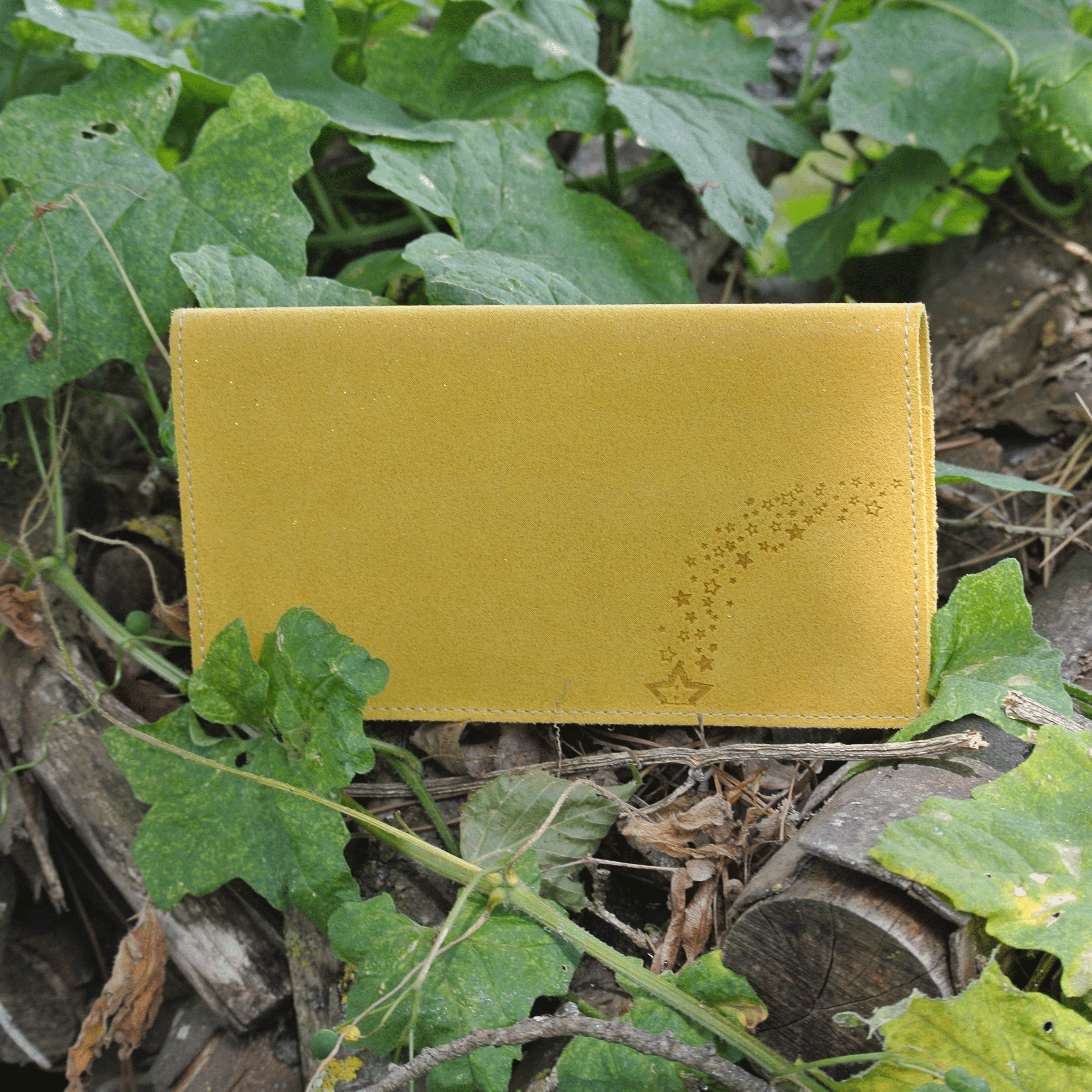 protege-chequier-cuirs-fantaisies-cuir-paillete-cuir-retro-cuir-nappa-cuir-graine-la-cartabliere-fabirque-en-france-jaune-safran