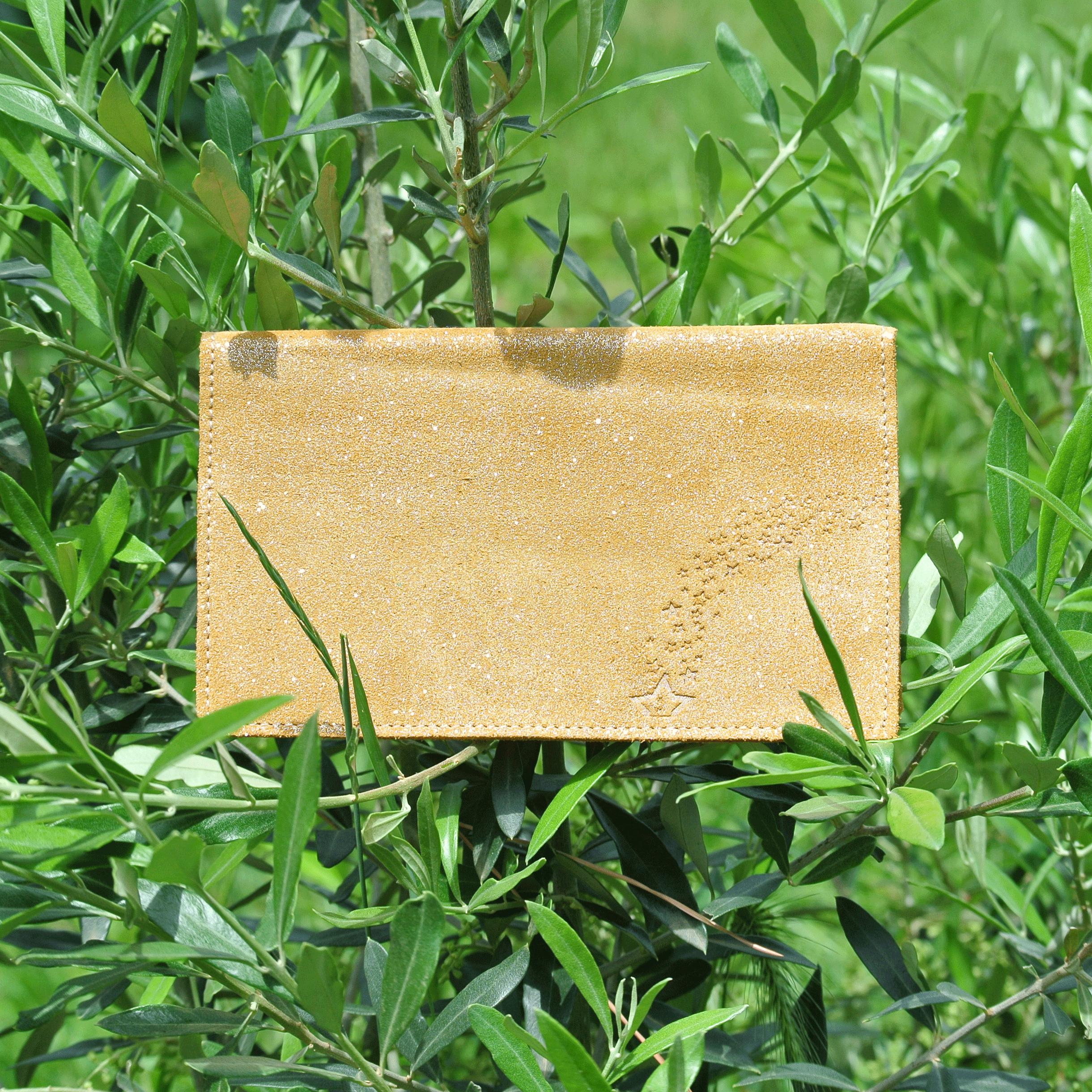 protege-chequier-cuirs-fantaisies-cuir-paillete-cuir-retro-cuir-nappa-cuir-graine-la-cartabliere-fabirque-en-france-miel