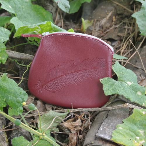 cuirs-fantaisies-la-cartabliere-fabrique-en-france-porte-monnaie-plume-panache-en-cuir-nappa-bordeaux