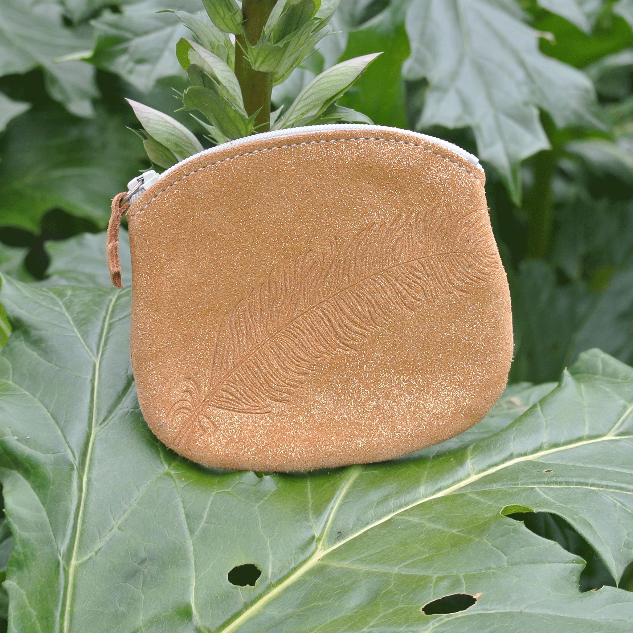 cuirs-fantaisies-la-cartabliere-fabrique-en-france-porte-monnaie-plume-panache-en-cuir-paillete-caramel-dore